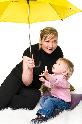 lady and child with umbrella, © Antikainen | Dreamstime.com
